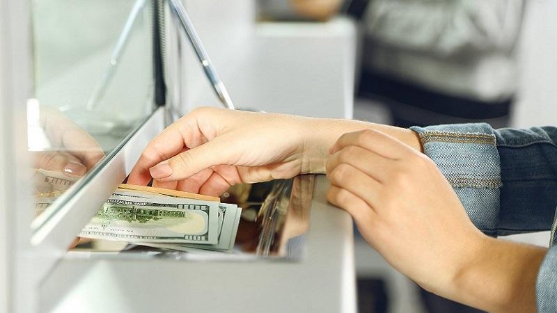 как снять доллары в банкомате Сбербанка