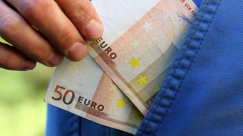 что лучше брать в Турцию доллары или евро